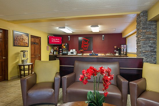 Red Roof Inn   Chattanooga Airport: Lobby Seating Area