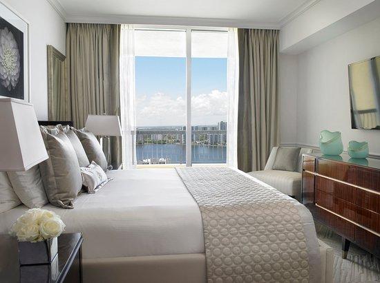 Sunny Isles Beach, FL: Deluxe Three Bedroom Oceanfront Suite