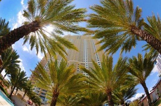 Sunny Isles Beach, FL: Building Detail