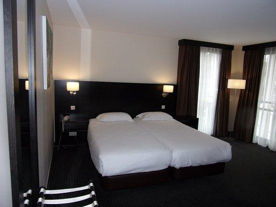 chambre twin dans le bâtiment annexe - picture of encore hotel