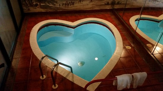 Paradise Stream Resort: Heart Shaped Pool In The Room