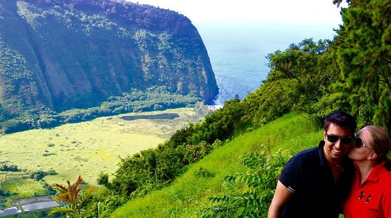 Kukuihaele, HI: Overlooking the Waipio Valley