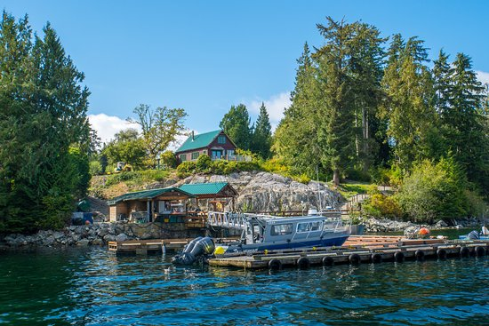 Bamfield, Canada: Dock and Cleaning station in foreground
