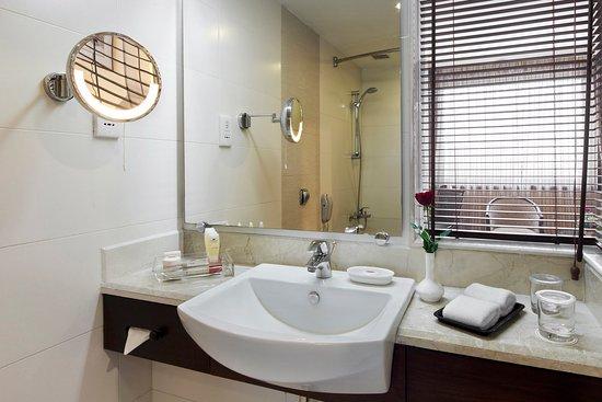 Crowne Plaza Kathmandu-Soaltee: Guest Bathroom