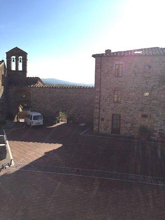 Castel Monastero : photo2.jpg