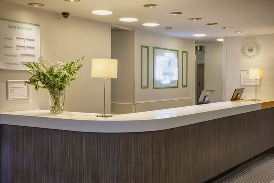 Washington, UK: Front Desk