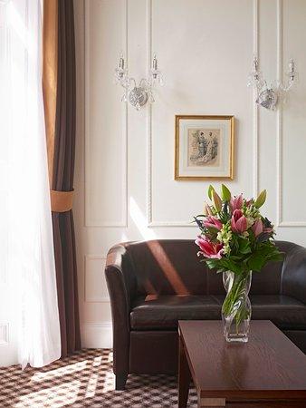 Thistle Hyde Park: Junior Suite Lounge