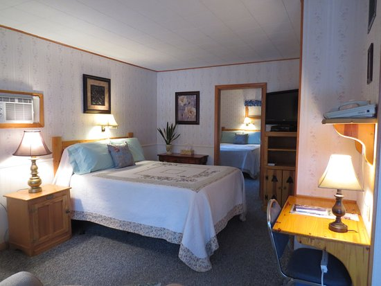 Newcastle, WY: Room 11 - Double Queen Room with a Kitchenette