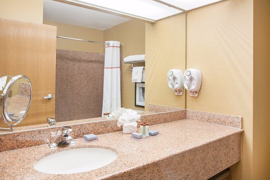 Hawthorn Suites by Wyndham Corpus Christi: Bathroom in Studio Rooms