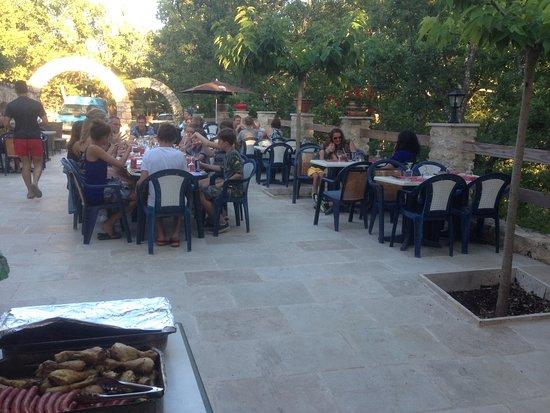 Artignosc-sur-Verdon, France : Terasse du restaurant