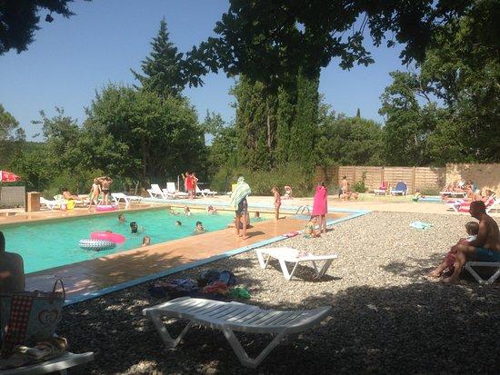 Artignosc-sur-Verdon, France : Piscine en Juillet: Chauffée de mai à octobre!