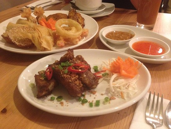 Pin-Petch: ribs and mixed starters with chili and peanut dip