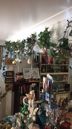 Eagle Heights, Australia: Beautiful gifts and treats to be discovered and it's starting to feel a bit like Xmas at The Whi
