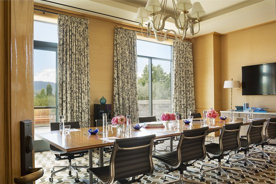 Menlo Park, CA: Valley Oak Boardroom