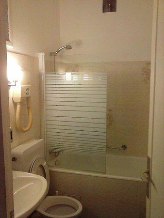 Brit Hotel Marbella: bathroom