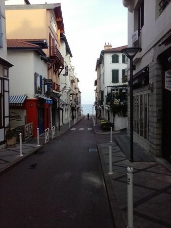 Brit Hotel Marbella: at the end of the street, the beach