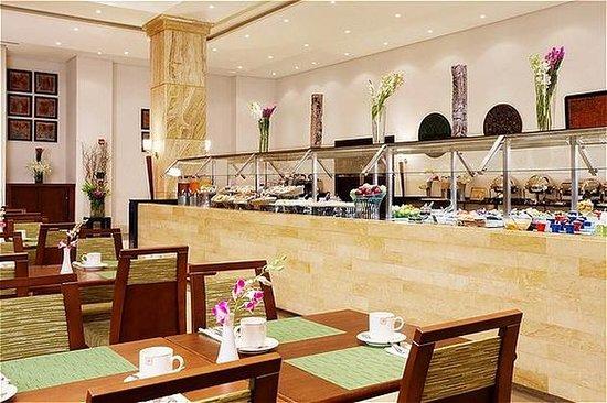 Holiday Inn Resort Dead Sea: Al Deera Restaurant Buffet