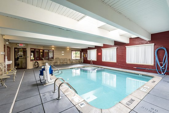 Red Roof Inn & Suites Muskegon Heights: Pool