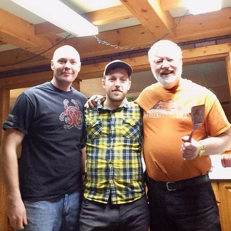 Red Eagle Lodge : Owner, John Dennis treat us to breakfast!
