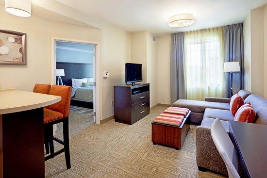 Staybridge Suites Stone Oak: One bedroom suite