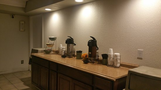 Motel 6 Temple: Morning Coffee