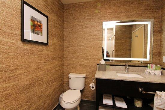 Peekskill, نيويورك: Bathroom Amenities we have everything you need