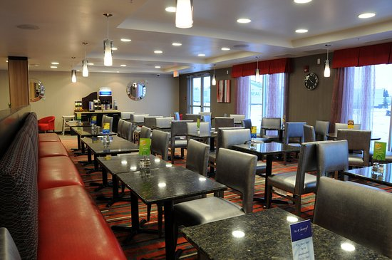Bonnyville, Canadá: Breakfast Room with Free Hot Buffet Breakfast
