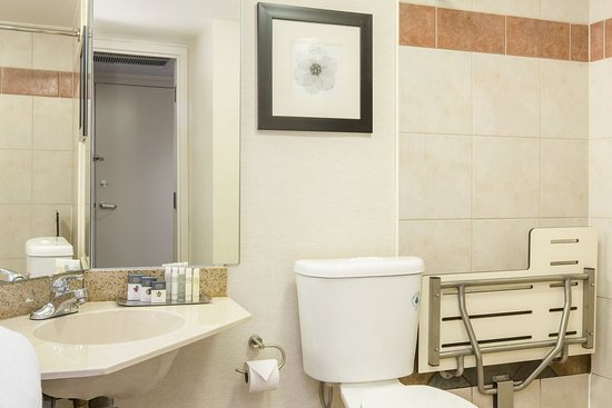 DoubleTree by Hilton Hotel Raleigh - Brownstone - University: ADA Bathroom
