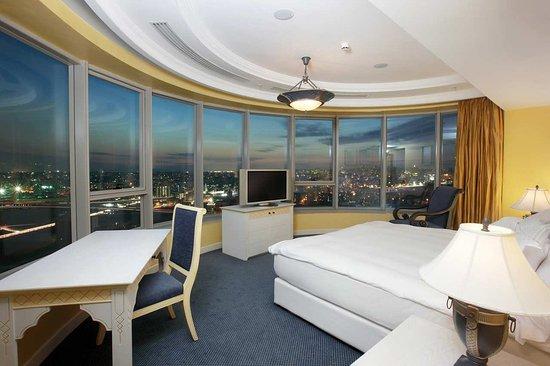 Hilton Beirut Habtoor Grand: Ambassador Suite Master Bedroom