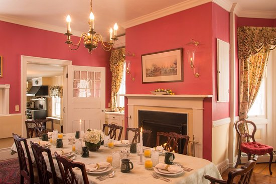 Caldwell House Bed and Breakfast: Main House Dining Room
