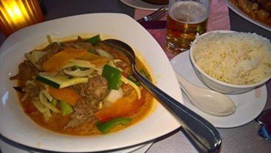 Sternzeichen: typowe chińskie danie z ryżem