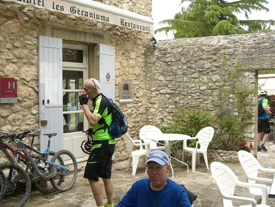 Le Barroux, France: Pas de doute, il s'agit bien des Geraniums !