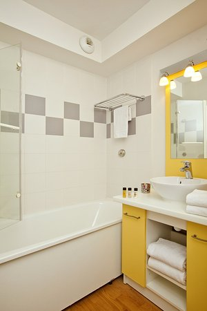 Prevessin, Francia: Bathroom