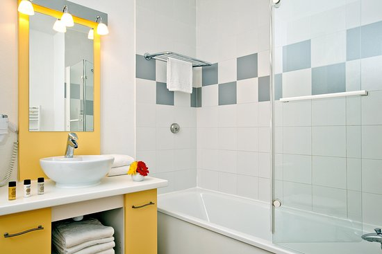 Prevessin, Prancis: Bathroom
