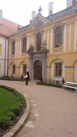 Decin, Czech Republic: Entrada da ala de visitações e da Sala de Concerto