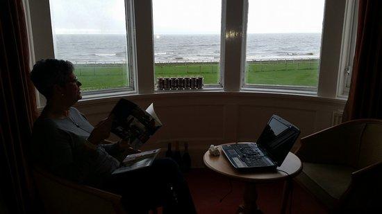 Prestwick, UK: Bay window room 14