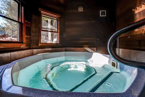 The Lodge At Steamboat: Indoor Hot Tub