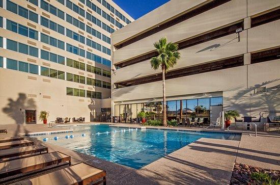 Crowne Plaza Phoenix Airport: Swimming Pool