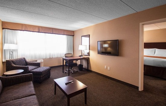 Wadsworth, OH: Suite Living Bedroom Area