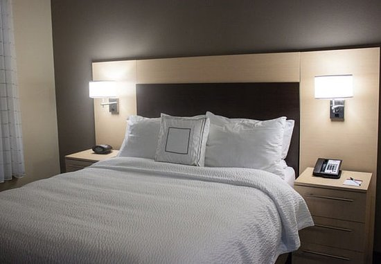 Port Arthur, TX: One-Bedroom Suite – Sleeping Area