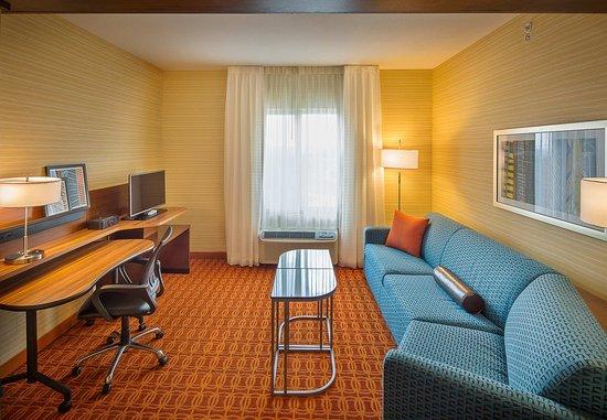 Monaca, Пенсильвания: King Executive Suite - Living Area