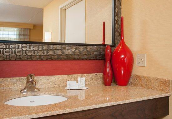 Пеория, Илинойс: Guest Bathroom Vanity