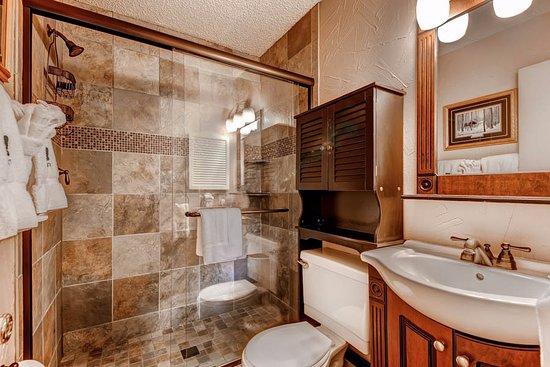 Ski Inn Condominiums: Bathroom Example