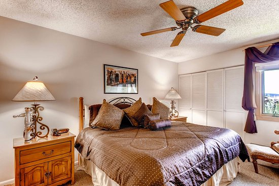 Ski Inn Condominiums: Bedroom Example