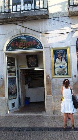 Algueirao - Mem Martins, Portugal: Fachada da Ginginha