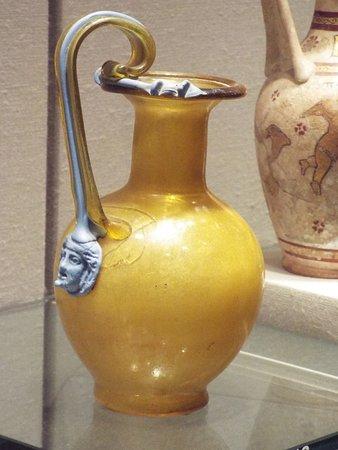 Корнинг, Нью-Йорк: An ancient glass pitcher