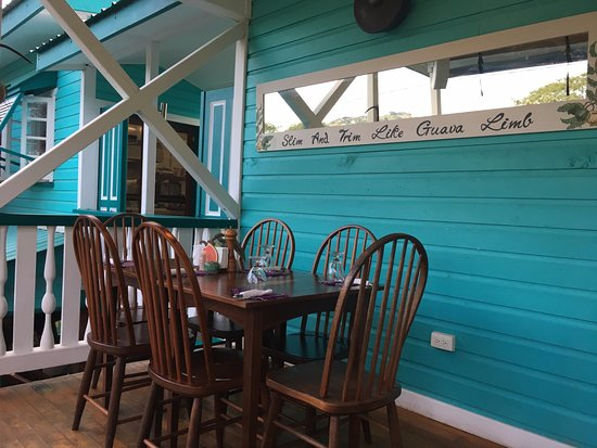Guava Limb Cafe: Upper balcony level of Guava Limb