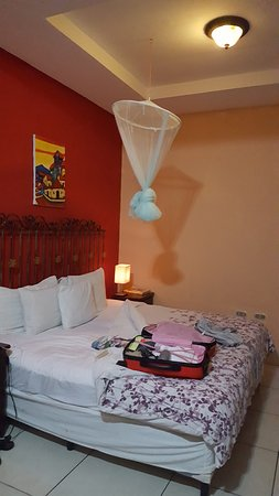 Managua Hills Bed and Breakfast: one of the two king size beds in our room
