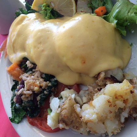 Maggie's Krooked Cafe & Juice Bar: Eggs Benedict with Salmon.