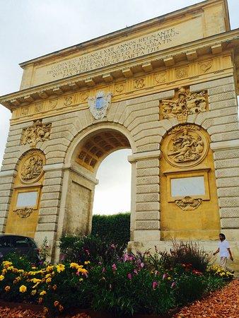 Porte du peyrou picture of porte du peyrou montpellier for Porte 12 tripadvisor